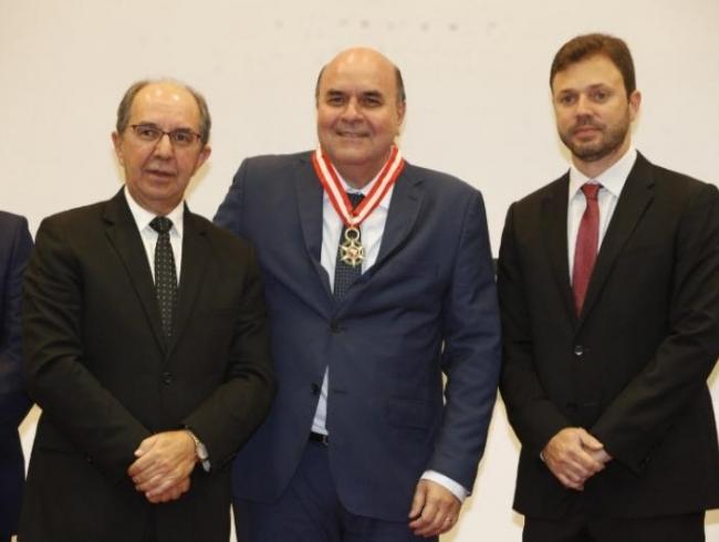 PGJ é homenageado com Medalha da Ordem do Mérito da CONAMP